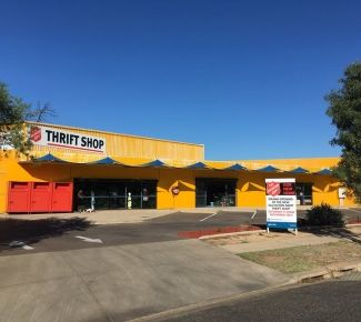 "Alice Springs community says ""hello yellow"" to new thrift shop"